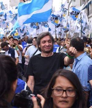 Máximo Kirchner reapareció en la marcha de Camioneros