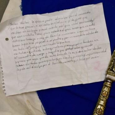 El robo de un cuchillo y dos historias encontradas