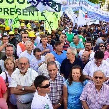 Gran Movilización de los Trabajadores de La Pampa contra el ajuste de Macri.