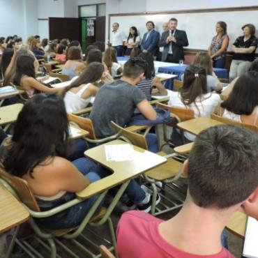 """Actualización Académica para docentes de colegios secundarios:""""Formación Innovadora: profesores emprendedores""""."""