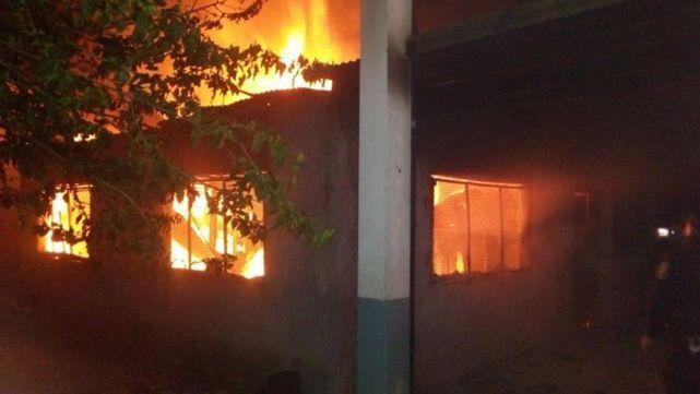 Confirman que el incendio en la escuela de Moreno fue intencional