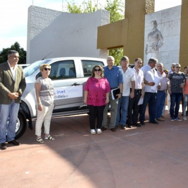 La Escuela Agrotécnica de Victorica recibe camioneta 0km