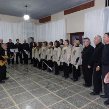 Coral Médanos y Lunas y director. Alberto Carpio actuaron en Victorica