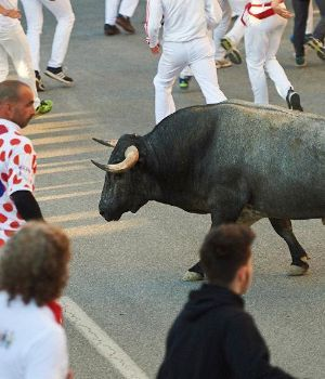Video fuerte: toro lo clavó dos veces en corrida y lo mandó al hospital