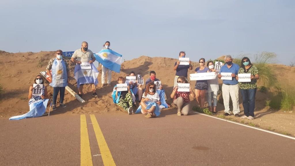 Se Movilizan para que los Gobiernos de San Luis y La Pampa liberen el paso en el límite de las rutas 148 y 55